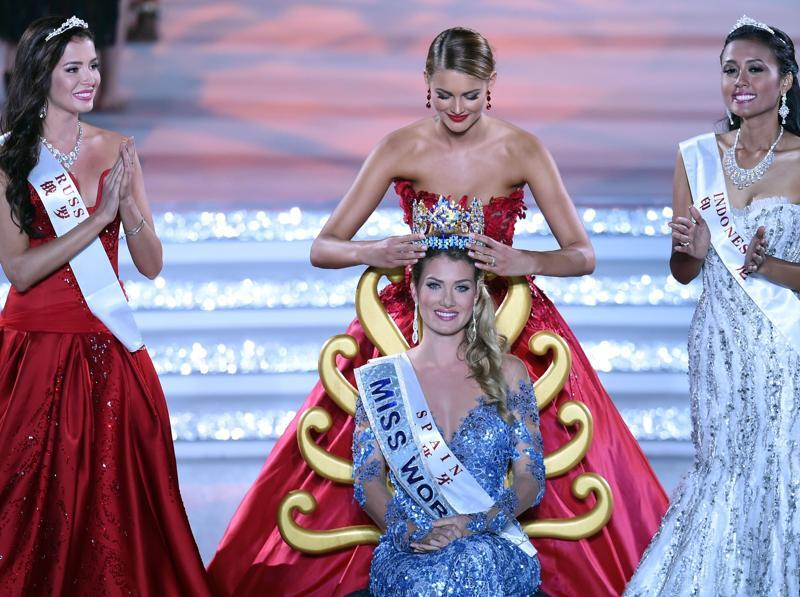 Mireia Lalaguna Rozo (C) of Spain is crowned by former Miss World Jolene Strauss after winning the new title. (AFP)