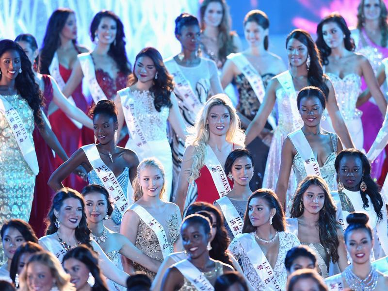 Albijona Muharremaj (C) Miss World Germany attends the Miss World Grand Final. (AFP)