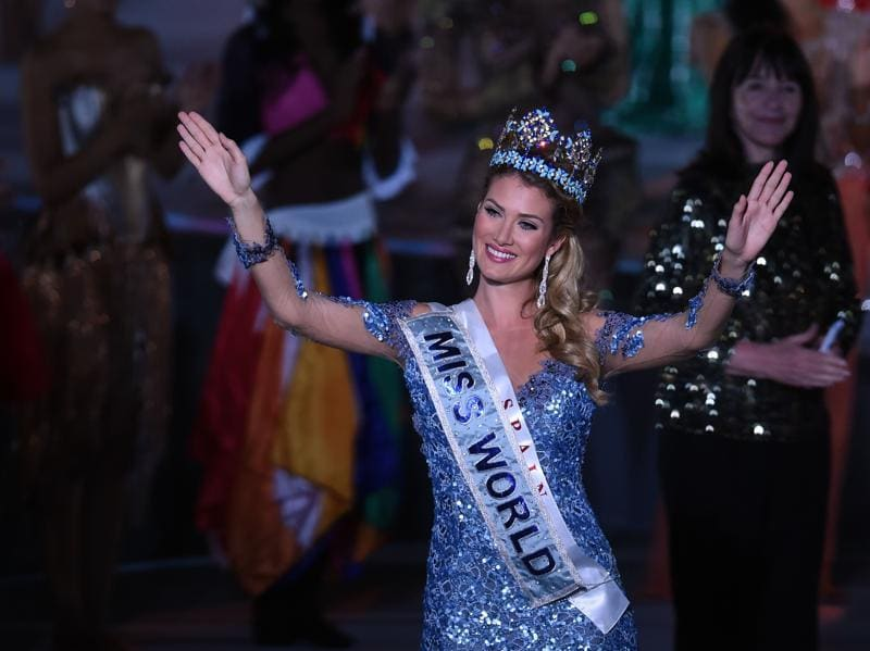 Mireia Lalaguna Rozo of Spain waves after winning the new title at the Miss World Grand Final in Sanya, in southern China's Hainan province. (AFP)