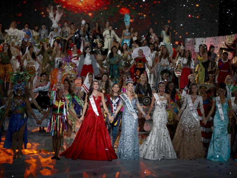 (Front row, 3rd L to 2nd R) Second-placed Miss Russia Sofia Nikitchuk, winner Miss Spain Mireia Lalaguna Royo, third-placed Miss Indonesia Maria Harfanti, Miss Lebanon Valerie Abou Chacra and Miss Jamaica Sanneta Myrie hold hands as they celebrate during the Miss World 2015 pageant. (REUTERS)