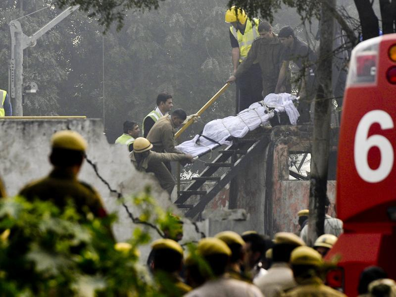 Body of the plane crash victims carried out by the rescue team from the water tank in New Delhi. (Vipin Kumar/Hindustan Times)