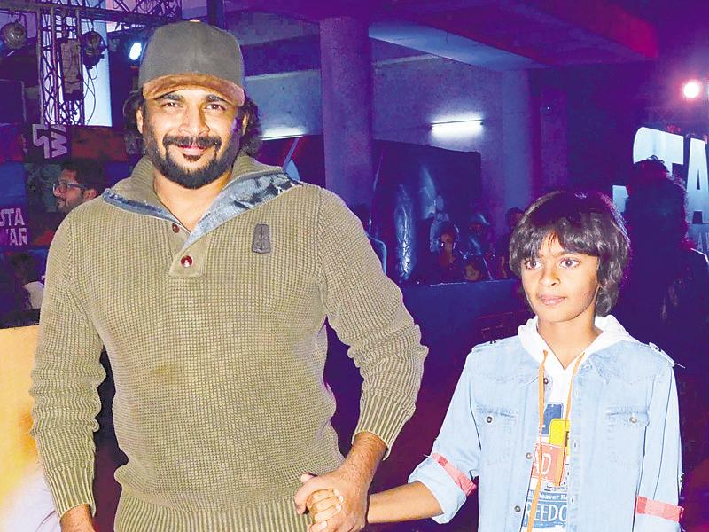 Madhavan with son Vedant at the Star Wars premiere. (Yogen Shah/HT Photo)