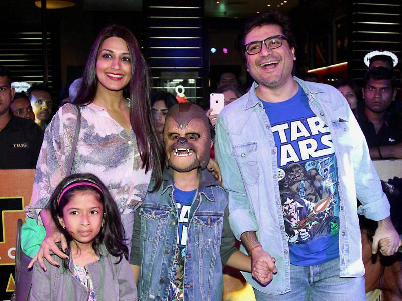 Filmmaker Goldie Behl with his actor wife Sonali Bendre and children pose during the premiere of Disney's Star Wars - The Force Awakens, in Mumbai. (PTI)