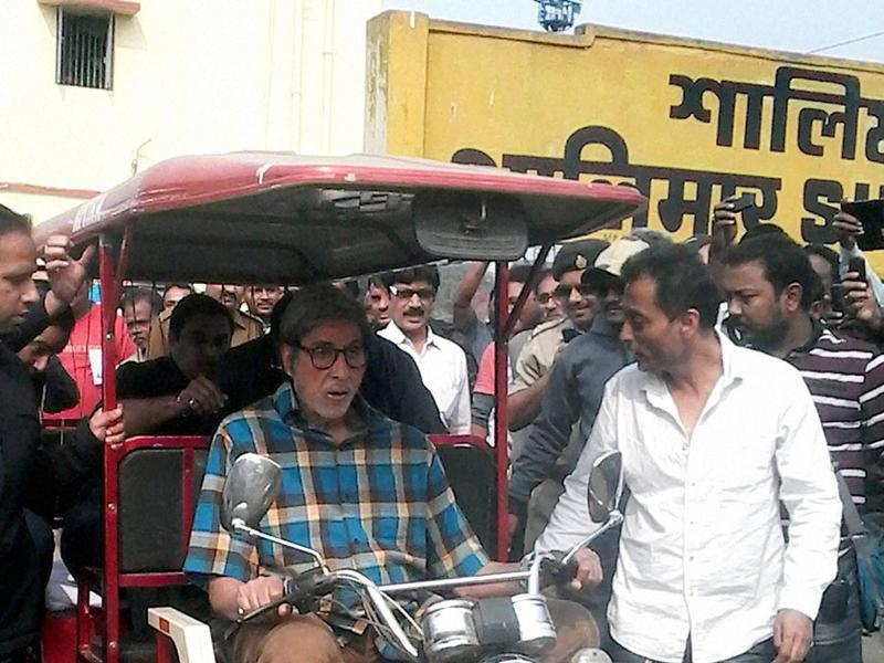 Amitabh Bachchan drives spotted on the sets of his next, TE3N, riding a battery vehicle near Shalimar station in Howrah district.  (PTI)