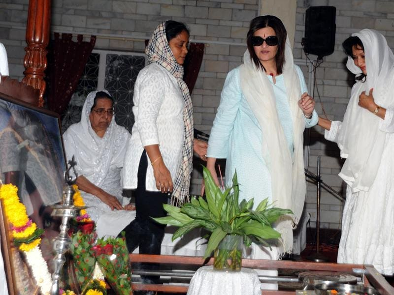 Bollywood actor Sarika attends a prayer meet for the late actor Sadhana Nayyar in Mumbai on December 28, 2015. (AFP)