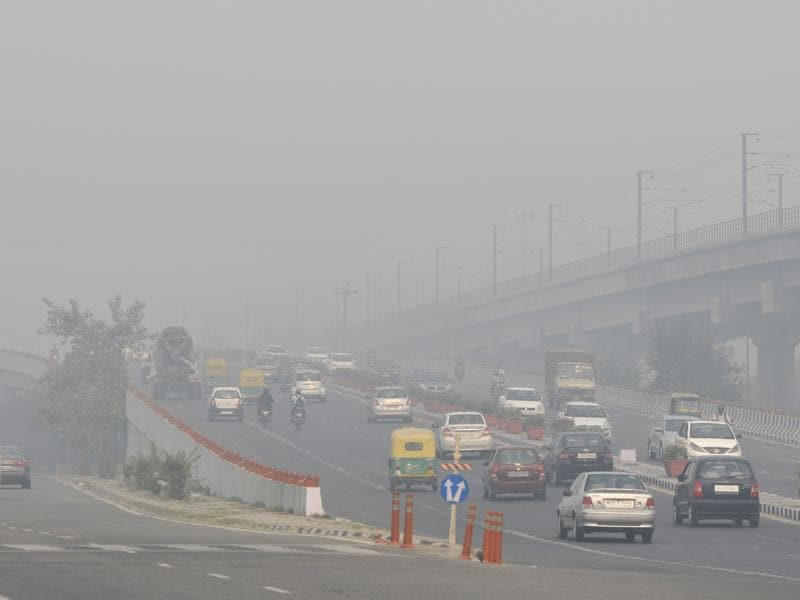 Office-goers found it  difficult to travel in Delhi roads after thick smog engulfed the city . (Photo by Mohd Zakir/ Hindustan Times) (Hindustan Times)