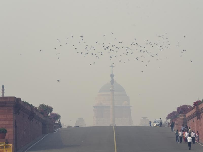 The Rashtrapati Bhawan covered with a thick blanket of smog. (Photo by Saumya Khandelwal/ Hindustan Times) (Hindustan Times)
