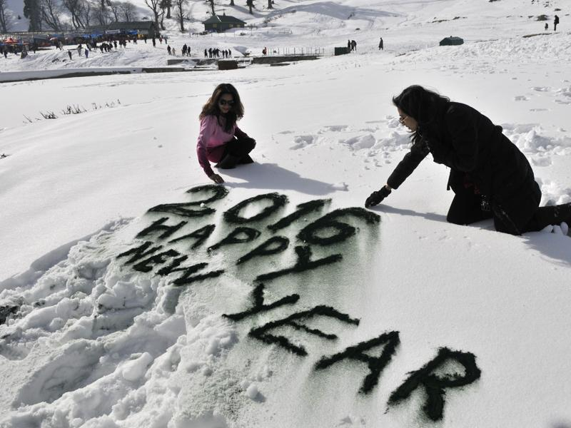 New year greetings  written by  tourists in Gulmarg.    (Waseem Andrabi/ HT )