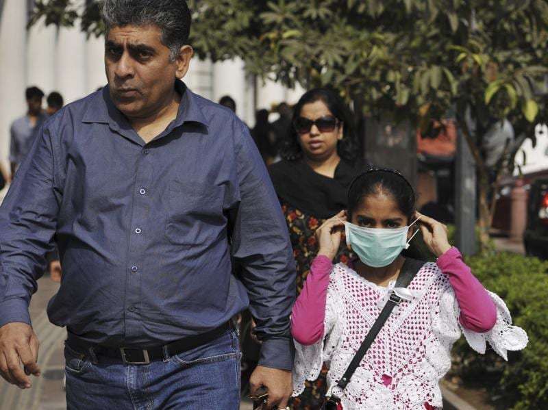 People wear mask to protect themselves from air pollution in Connaught Place. (Saumya Khandelwal/ Hindustan Times)