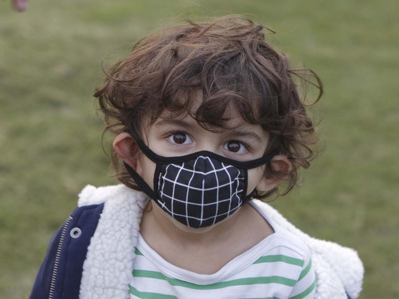 A child during the campaign against pollution at India Gate in New Delhi. (Ravi Choudhary/ Hindustan Times)