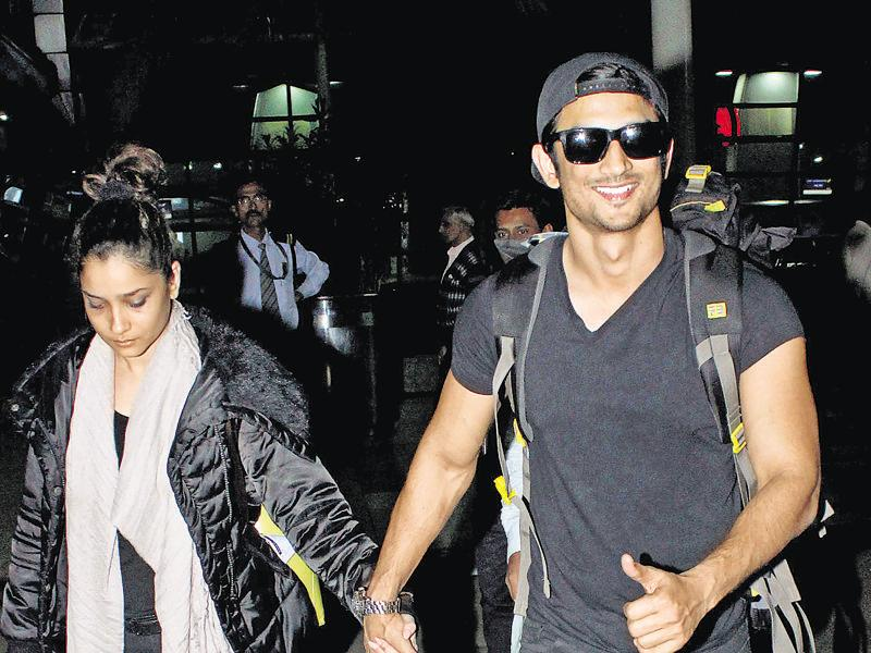Sushant Singh Rajput spotted returns to Mumbai along with girlfriend Ankita Lokhande. (Photos: yogen shah)