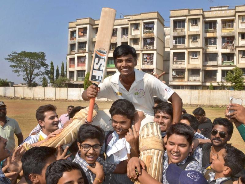 Mumbai teenager Pranav Dhanawade became the first cricketer ever to notch up a four-figure score by smashing an unbeaten knock of 1,009 in an inter-school tournament. (HT Photo)