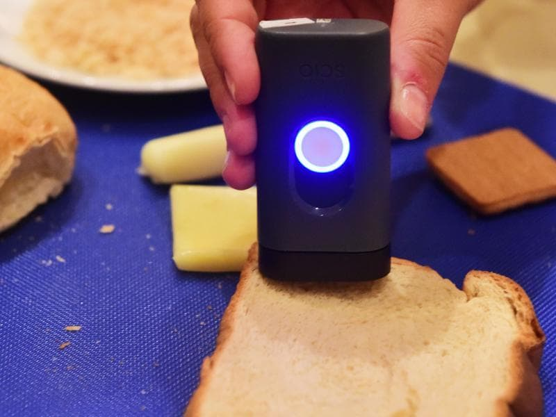 The DietSensor analyses food with a click of a button using a micro scale and SCIO, the first molecular sensor that fits in your pocket. (AFP)
