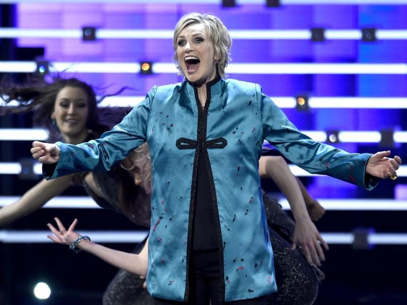 Host Jane Lynch performs at the People's Choice Awards at the Microsoft Theatre. (AP)