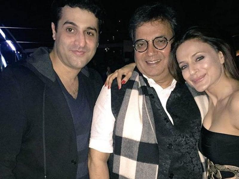 Look who else made it to Hrithik's 42nd birthday bash? Filmmaker Subhash Ghai! He is seen here with actor Ameesha Patel (Twitter)