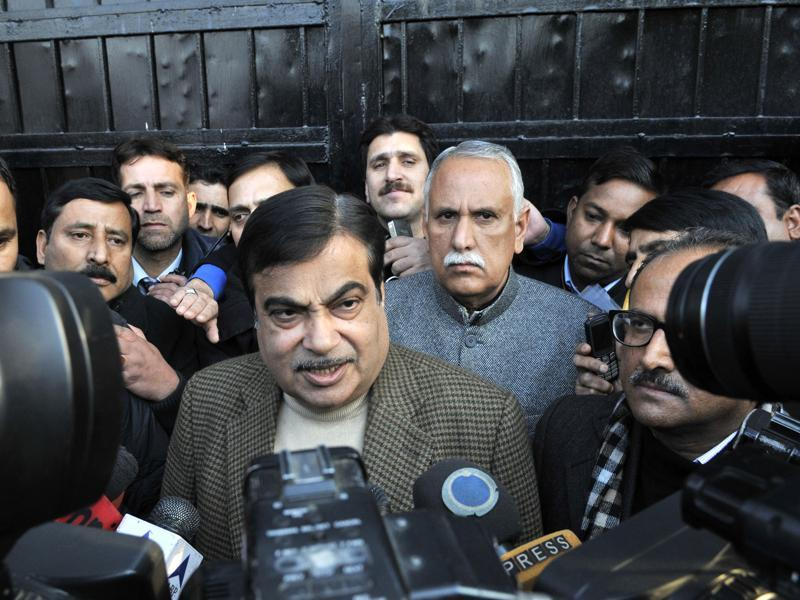 Senior BJP leader and union minister Nitin Gadkari talks to media outside Mufti residence in Gupkar, Srinagar. (Waseem Andrabi/HT Photo)