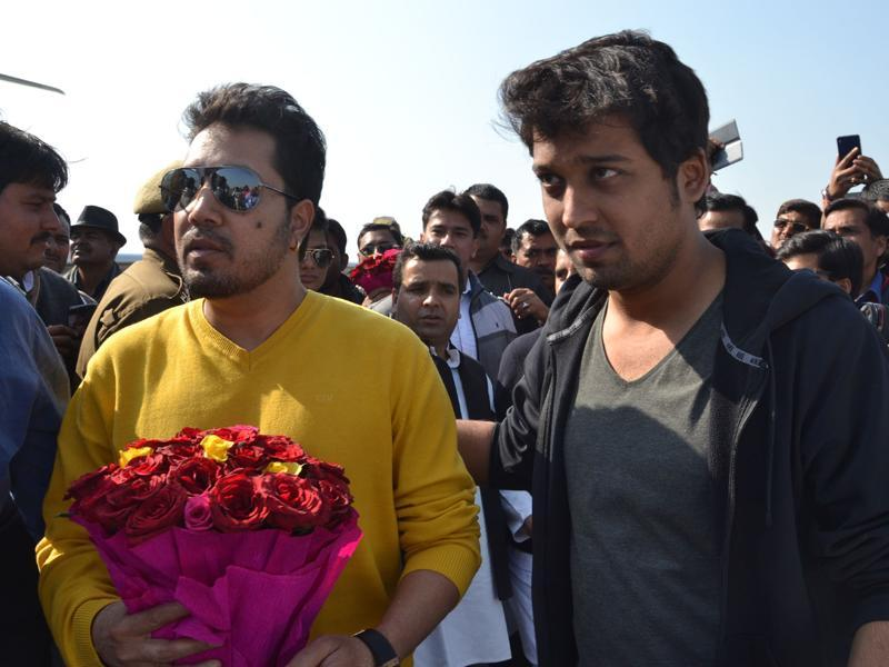 Popular singer Mikka being escorted on his arrival in Saifai on Monday. (HT PHOTO)
