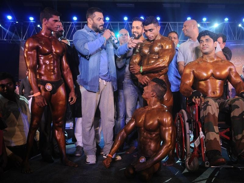 Salman Khan shares some tips with the athletes during the specially abled Athletes, Body Building competition at BodyPower Expo in Mumbai on 10 Jan, 2016.  (IANS)