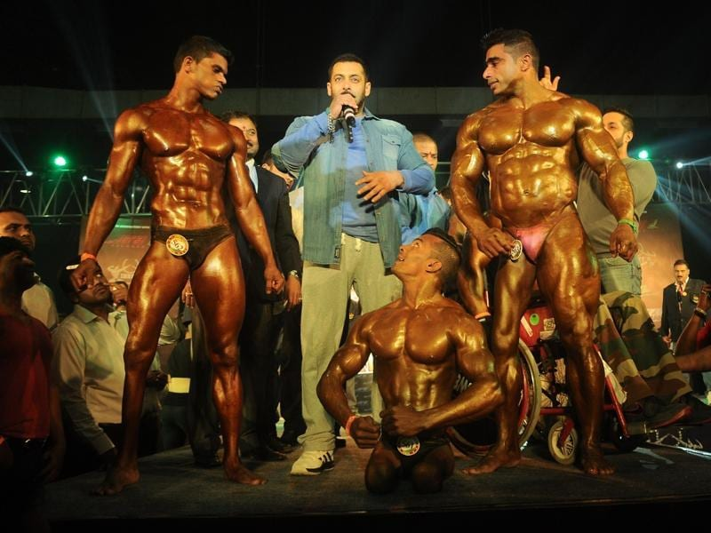 Salman Khan strikes a pose with the athletes during the specially abled Athletes, Body Building competition at BodyPower Expo.  (IANS)