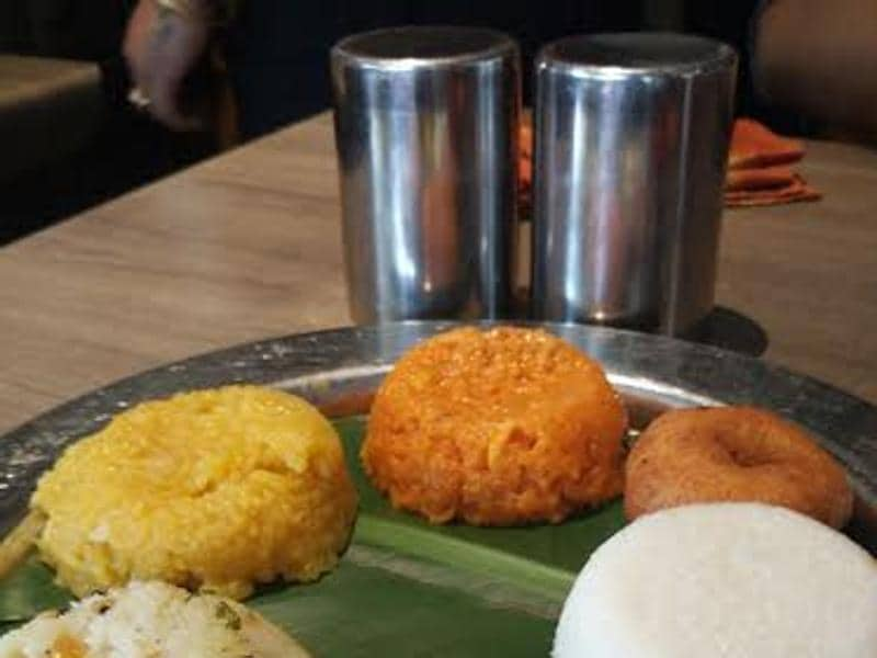 The Pongal feast included sweet Pongal ,Vegetable Pongal, Pongal Upma, Idli, Mendu wada, Dosa and Pineapple seera. (UTV MOtion Pictures)
