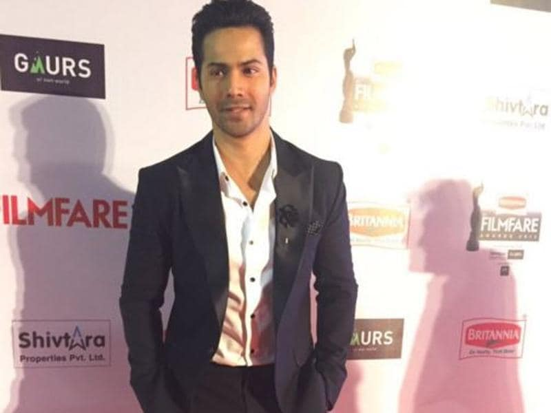 Varun Dhawan is competing with big stars in every award show this year for his performance in Badlapur. (Twitter/Filmfare)