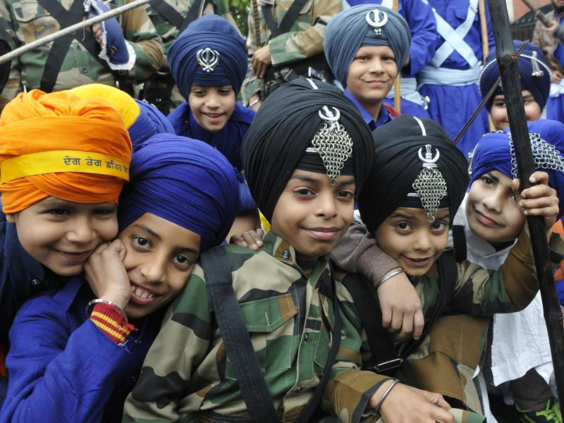 Tiny tots while performing the Gatka (martial art) during the Nagar Kirtan.  (Gurminder Singh/HT Photo)