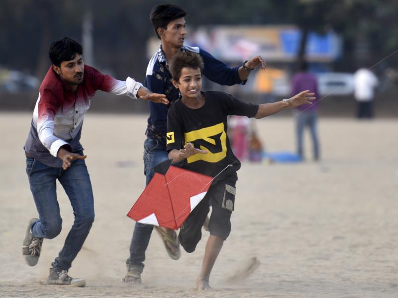 Kite flying is the favourite sport during Makar Sankranti in many parts of the country, especially Rajasthan, Gujarat and Maharashtra. Here, boys try to catch a kite at Mumbai's Girgaum Chowpatty on Thursday. (Kunal Patil/ HT Photo)