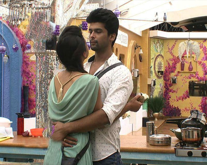 There was a time Kushal Tandon and Gauhar Khan gave us relationship goals. Not so much anymore though. (YouTube)