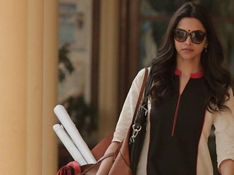 Deepika Padukone won the Best Actoress award for her performance in Piku at Filmfare awards.