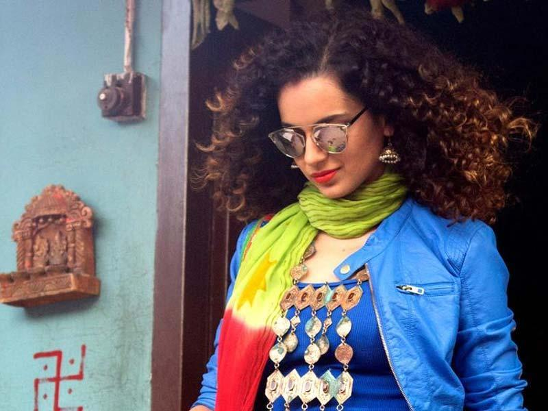 Kangana Ranaut got the Critics' Choice award for Best Actoress for her performance in Tanu Weds Manu Returns at 61st Filmfare.