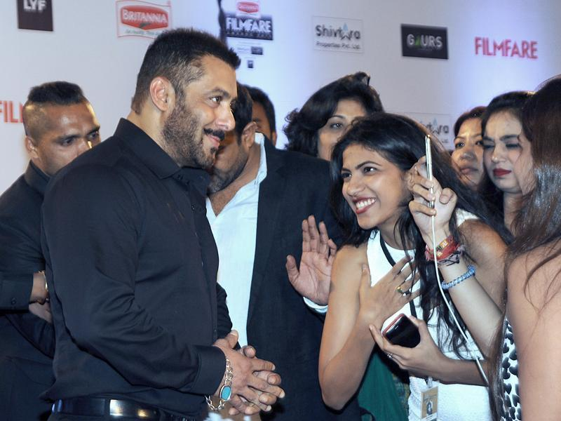 Salman Khan attends the '61st Filmfare Awards 2016' ceremony in Mumbai on January 15, 2016. (AFP)