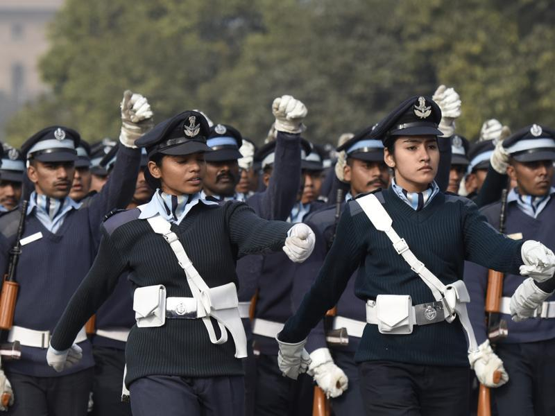 Air-wing cadets of the NCC march during rehearsal for the Republic Day parade at Rajpath in New Delhi. (Arvind yadav/HT)