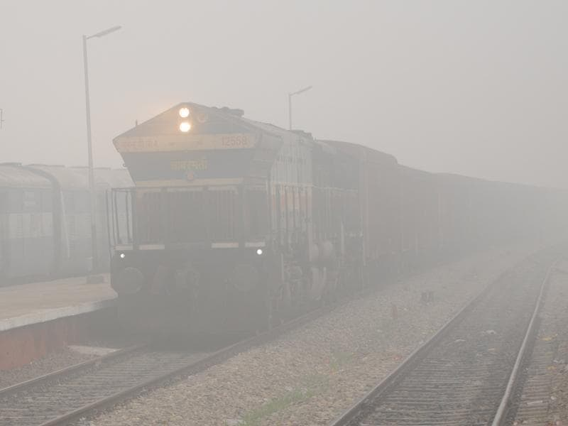 Trains were two hours late in Patiala as fog engulfed the region on Monday. (Bharat Bhushan/HT Photo)