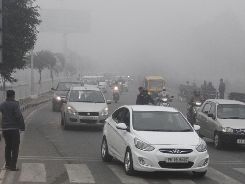 Ludhiana residents also faced a foggy morning in the city on Monday.  (Jagtinder Singh Grewal/HT Photo)