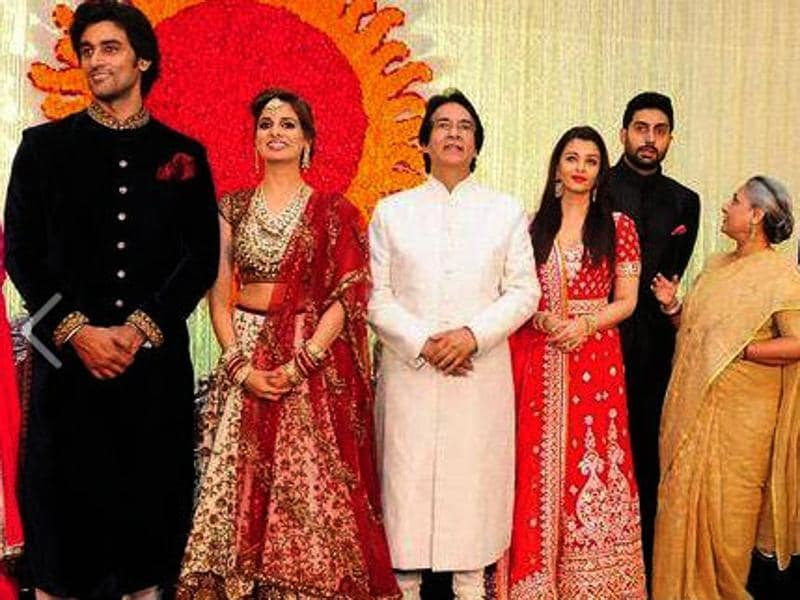 Among other Bollywood weddings which took place recently was Kunal Kapoor and Naina Bachchan tying the knot. The entire Bachchan parivaar was there to give their blessings to Amitabh's niece. (HT Photo)