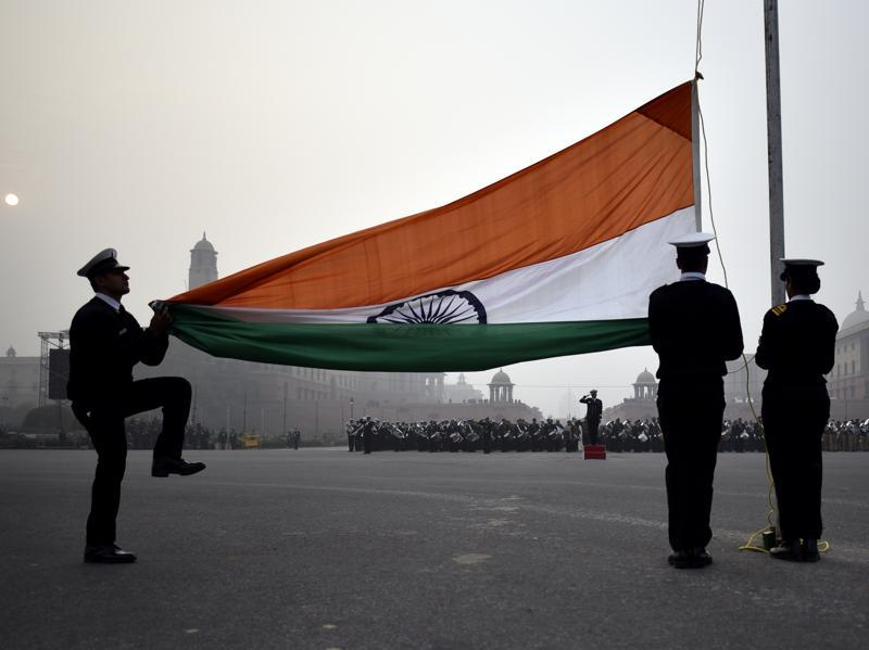 Indian Navy personnel hoist the flag during the Beating Retreat parade rehearsal, in New Delhi. (Ravi Choudhary/ HT Photo)