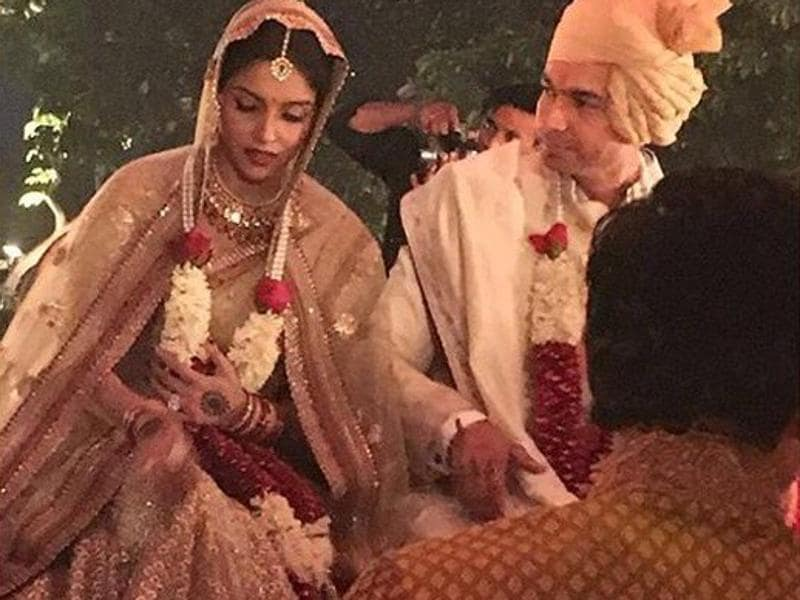 Actor Asin Thottumkal and Micromax co-founder Rahul Sharma married according to traditional Hindu rituals on Tuesday evening. (Photo: Actor_AsinFC/Twitter)