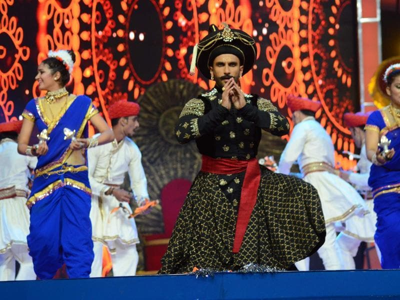 Ranveer was in his Bajirao avatar at Umang Festival 2016. (Viral Bhayani/HT)