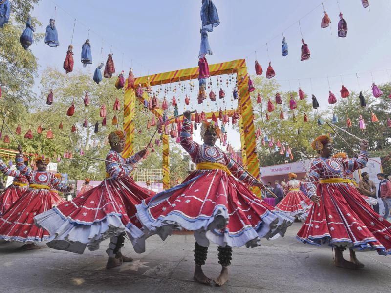 Artists perform during the inauguration of the JLF. (Sanjeev Verma/ HT Photo)