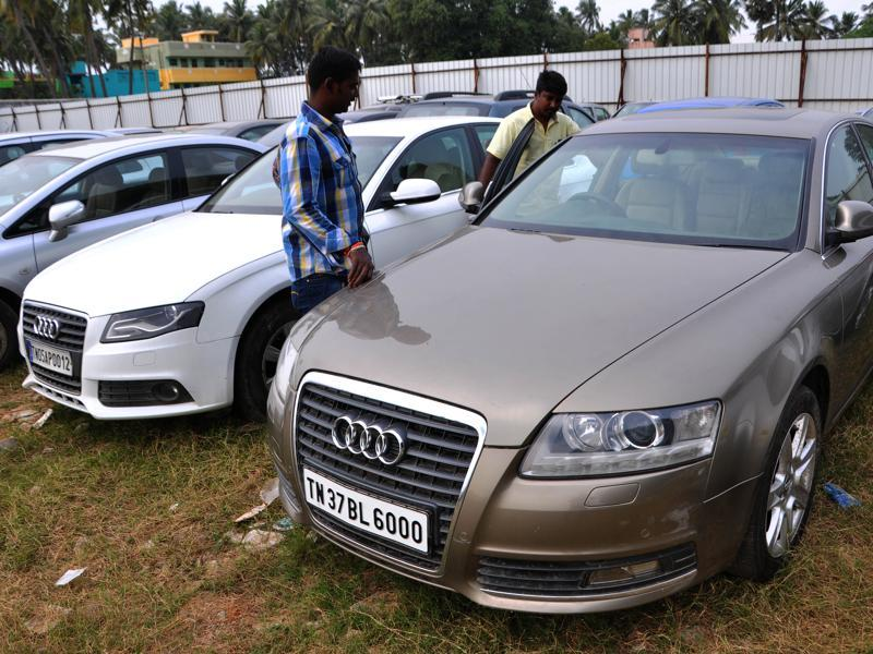 Thousands of cars, including luxury brands such as Mercedes Benz, BMW, Audi, Jaguar, Porsche and Bentley, are up for sale in Chennai for as little as Rs 2 lakh.  In photo, a  Coimbatore food caterer checking out an Audi.  (V Srinivasulu / HT Photo )