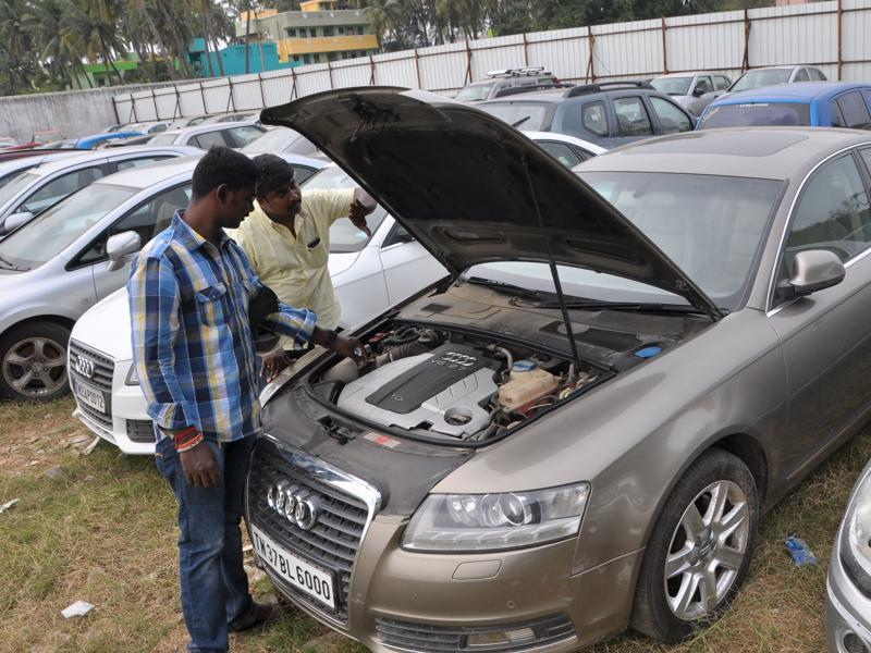 "Classified by insurance firms as ""damaged vehicles"" beyond repairs, auctioneers are putting up for sale some 10,000 vehicles at cut-price rates.  (V Srinivasulu / HT Photo)"
