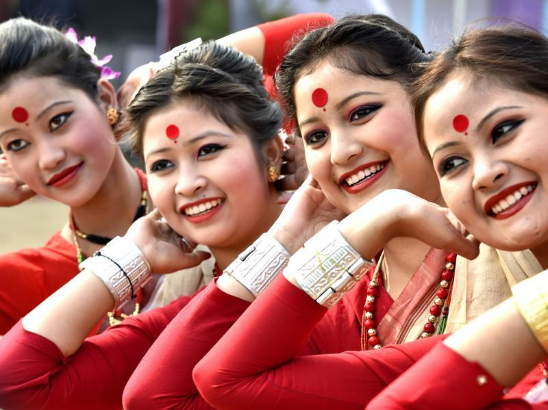 Assamese women perform their traditional Bihu dance during a press preview of tableaux participating in this year's Republic Day parade in Delhi. (Ajay Aggarwal/ HT Photo)