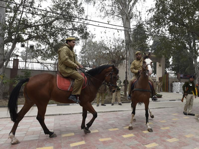 As a security measure, thousands of defence personnel will be deployed on the streets of the capital from 5am on January 26. (Sonu Mehta/ HT Photo)