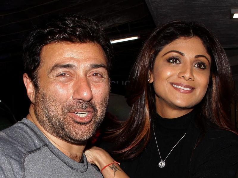 Sunny Deol and Shilpa Shetty at a special screening of Saala Khadoos in Mumbai.  (AFP)