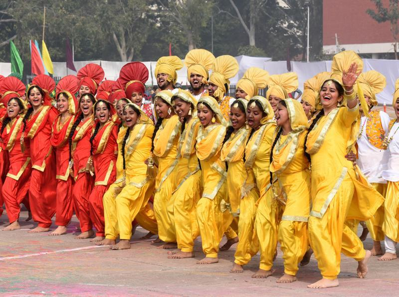 School students performing folk dance at Republic Day function in Parade Ground in Sector 17, Chandigarh. (Sanjeev Sharma/HT Photo)