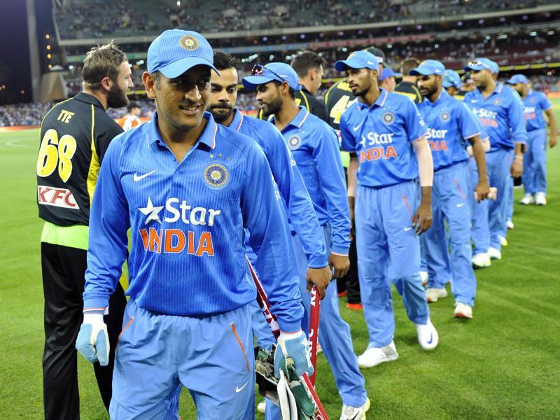 MS Dhoni of India and teammate shake hands with Australian players after their victory. (AFP pHOTO)
