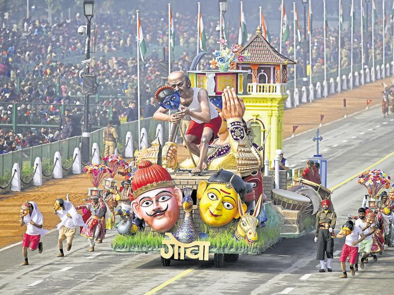 Artists perform as Goa's tableaux is showcased during the Republic Day parade in New Delhi. (Vipin Kumar/HT Photo)