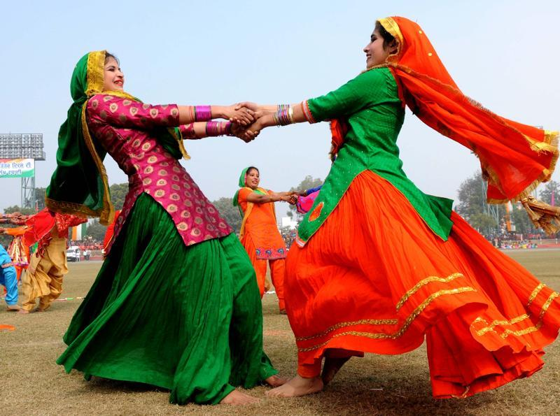 Girls performing punjabi giddha during the 67th Republic day celebration at YPS Stadium in Patiala. (Bharat Bhushan/HT Photo)