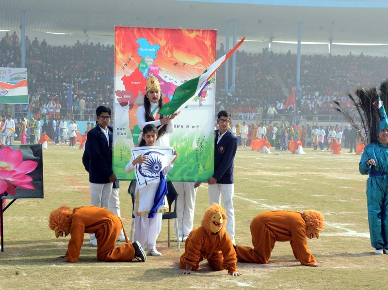 Students performing during the Republic Day celebrations in colourful event tinged with patriotic fervour in Bathinda. (Sanjeev Kumar/HT Photo)