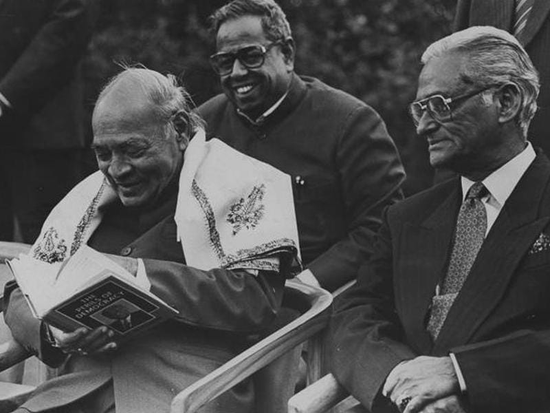 PV Narasimha Rao releases the memoir of PC Alexander, a powerful bureaucrat during Indira Gandhi's tenure as the prime minister, in New Delhi. (HT File Photo)